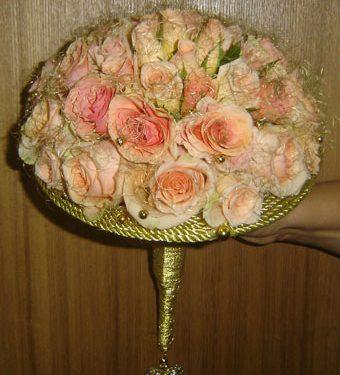 Круглый дисковый букет из роз