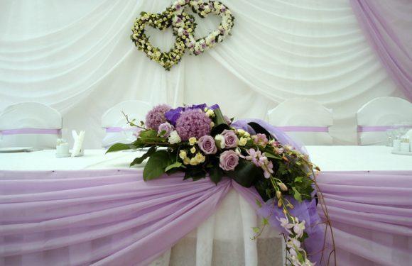 Живые цветы в качестве оформления